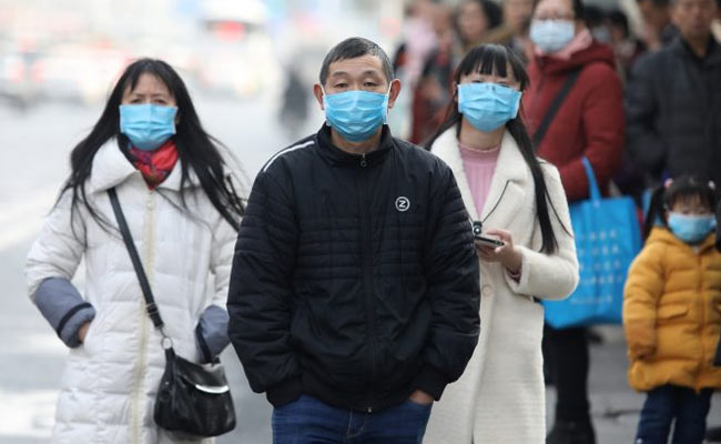 Peoplle wearing mask in china