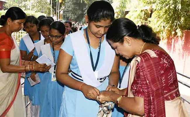 admit card checking during exam
