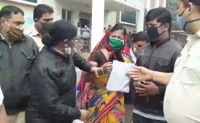 woman attempt to suicide infront of DM office