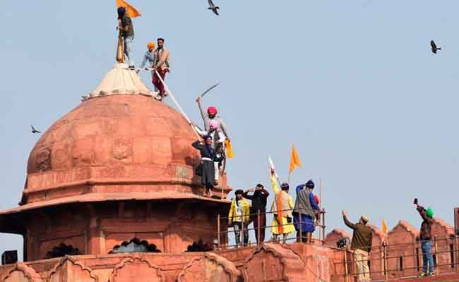 Riots on the roof of lalquila
