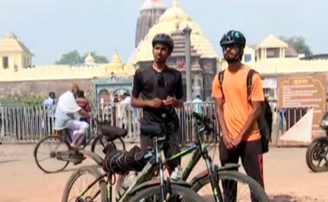 Two brothers Travelling India on Bicycle