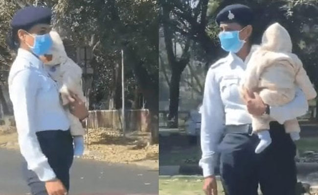 Chandigarh cop holding baby while on duty