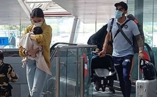 virat kohli and anushka sharma with baby