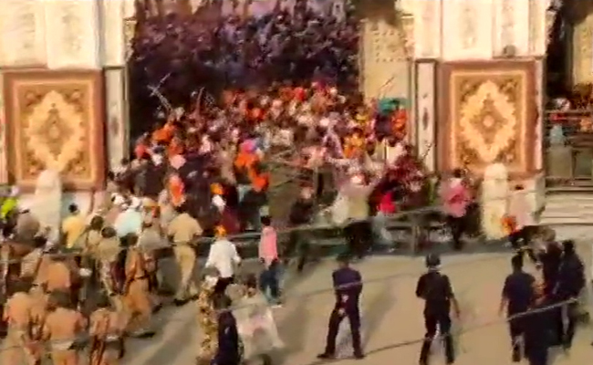 clash during hola mohalla procession