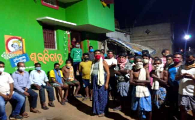 villagers detained medical team