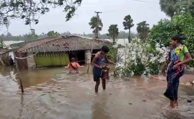 water comes into house during Cyclone