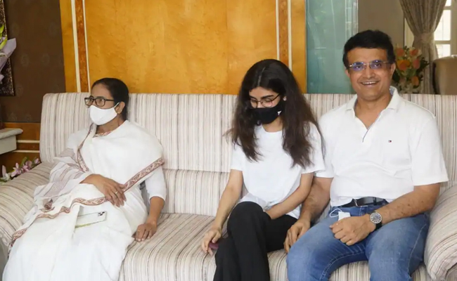 Mamata Banerjee with SouravGannguly & His daughter