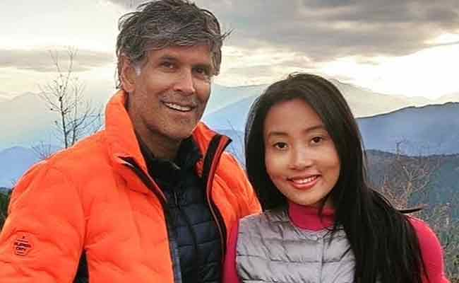 milind-soman-with-wife