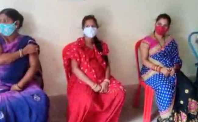 pregnant women waiting For Vaccination