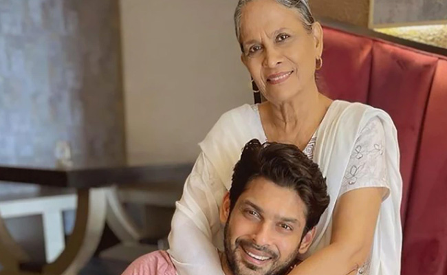 sidharth-shukla with his mother